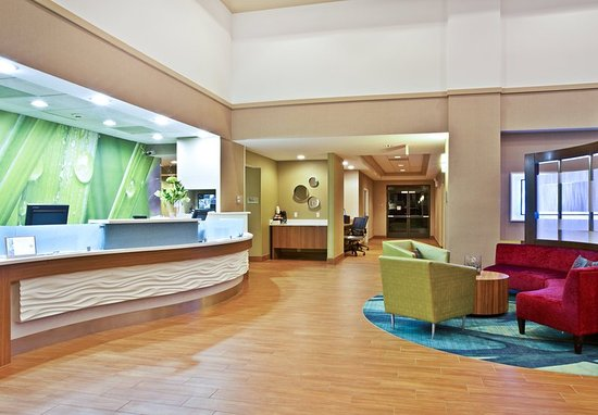 Elmhurst, IL: Lobby and Front Desk