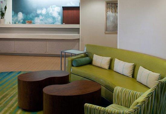 Overland Park, KS: Front Desk & Lobby