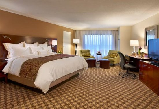 Naperville, IL: King Guest Room