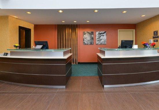 แชมเพน, อิลลินอยส์: Front Desk