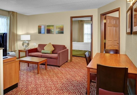 Middleburg Heights, OH: Two-Bedroom Suite Living Room