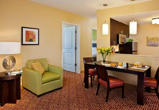 Middleburg Heights, OH: One-Bedroom Suite Living Room