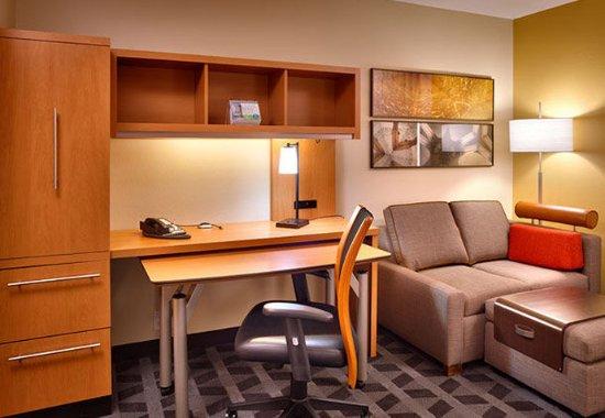 Sierra Vista, AZ: Suite Living Area