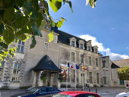 Saint-Georges-sur-Loire, France : Le Relais d'Anjou (chef étoilé;hogere prijs), juist naast Rest. La tête noire. Deze laatste gaf