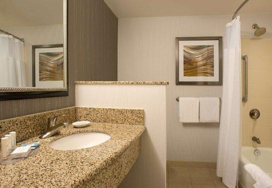 Lebanon, NH: Guest Bathroom