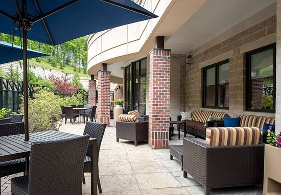 Lebanon, New Hampshire: Outdoor Courtyard