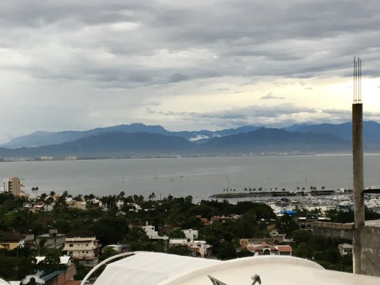 La Cruz de Huanacaxtle, Meksyk: Banderas Bay under cloudy skies