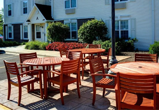 West Dundee, IL : Outdoor Patio