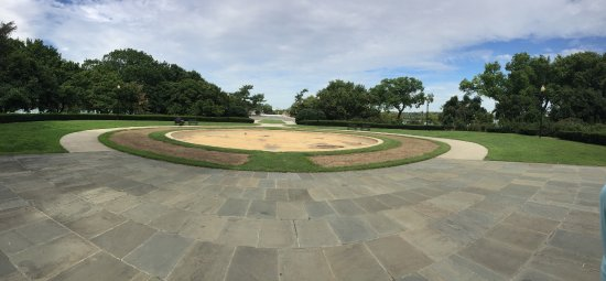 George Mason Memorial: water drained out grass gone
