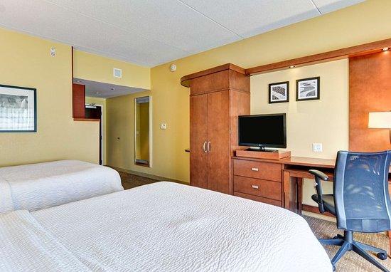 Bridgeport, فرجينيا الغربية: Queen/Queen Guest Room Work Area