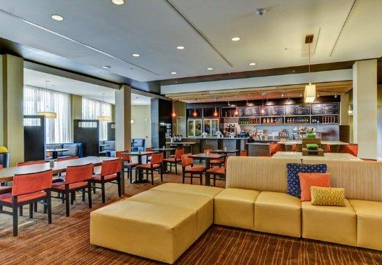 Bridgeport, WV: Lobby Seating Area
