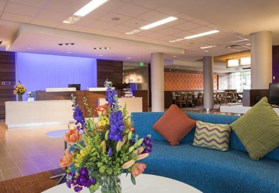 The Dalles, OR: Lobby & Front Desk
