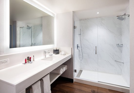 Morgantown, Virginia Occidental: Guest Bathroom - Shower