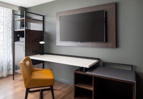 Morgantown, Virginia Occidental: Guest Room Work Desk