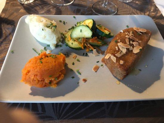 Le Bateau Ivre : demi camenbert, poelee courgettes, puree de carottes et de pommes de terre