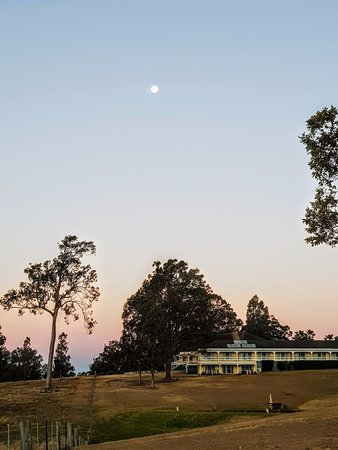 Kirkton Park Hotel Hunter Valley: full moon over Kirkton Park