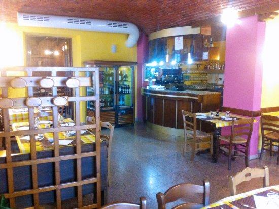 Pont-Saint-Martin, Italien: Angolo Bar con tavoli da pranzo e cena del Ristorante Cinese Ting Nan