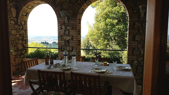 Calvi dell'Umbria, Italy: The terrace with an amazing view