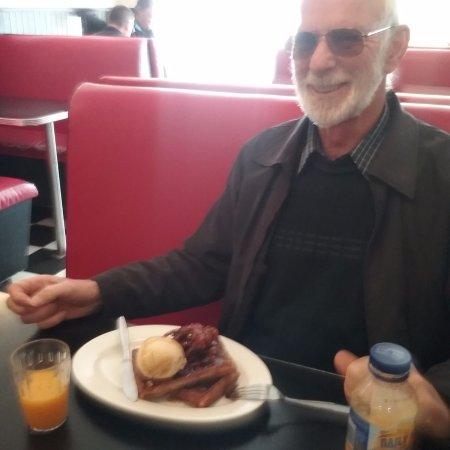 Moss Vale, Australia: Waffles, pastrami & ice cream....delicious!