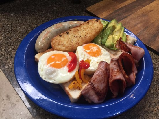 Hahndorf, Australië: Blacksmith's Traditional Breakfast Complete with Traditional German Weisswurst Sausage