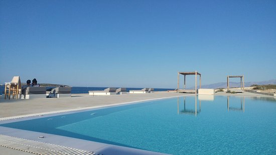Everything just in place - views, pool, renovation, cleaningness and of course the host!