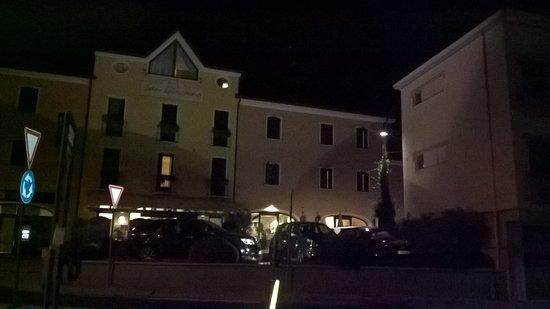 Paderno del Grappa, Italien: In notturna è molto suggestivo