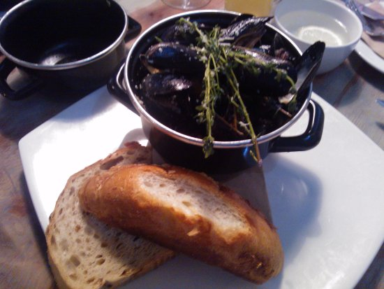 Teignmouth, UK: mussels starter