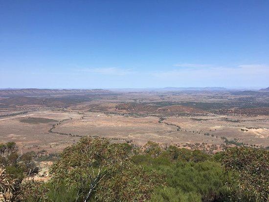 Flinders Ranges National Park, ออสเตรเลีย: View of Rawnsley Park from Rawnsley Bluff