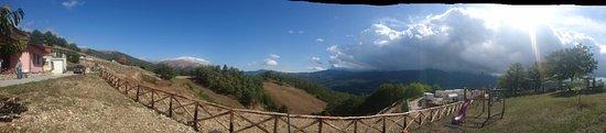 Accumoli, อิตาลี: Panoramica dall'agriturismo