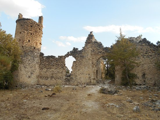 Morano Calabro, Italien: L'ingresso delle mura di cinta del monastero