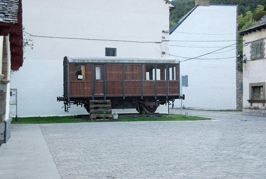 Vieux Wagon dans le village de Canfranc