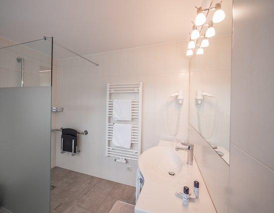 Hoechfugen, Österreich: Badezimmer