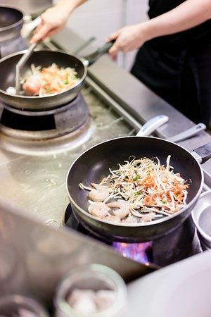 restaurant wokbar dans grenoble avec cuisine chinoise. Black Bedroom Furniture Sets. Home Design Ideas