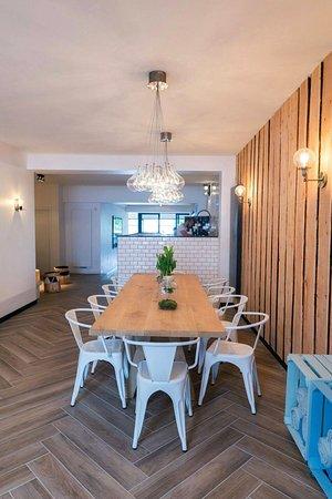 Uccle, เบลเยียม: Big wood table