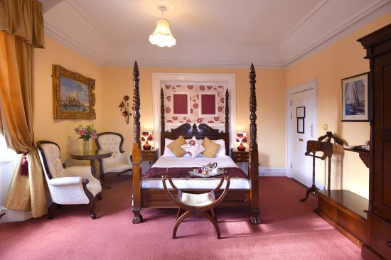 Fermoy, Irlanda: Four Poster bed
