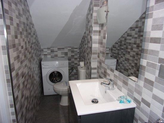 Vime La Reserva De Marbella: Kleines Bad Mit Dusche Unten