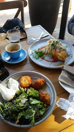 Ewingsdale, Australia: corn fritters and spanner crab omelette