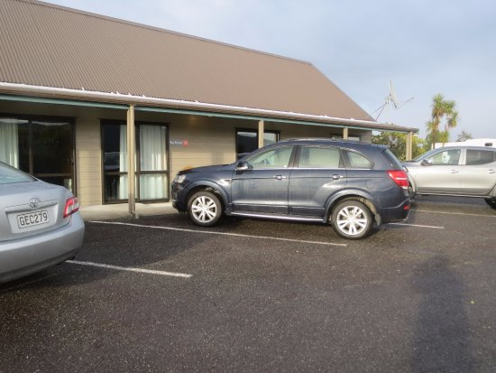 Fox Glacier TOP 10 Holiday Park: parking is really close