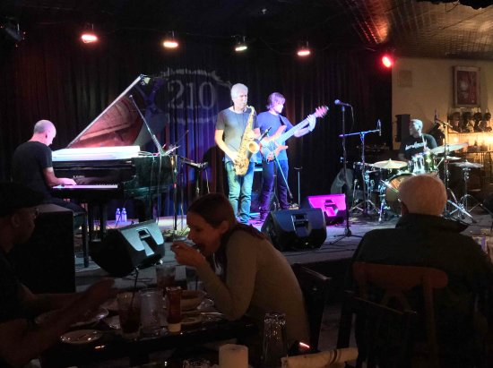 "Highwood, IL: Famed Jazz Quartet ""Yellowjackets"""