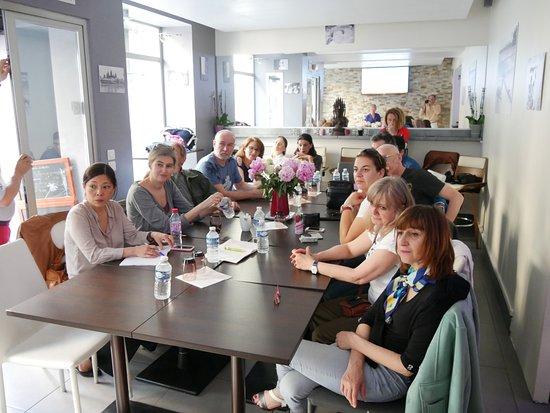 Levallois-Perret, Frankrike: Une assemblée générale suivie d'un cocktail dinatoire