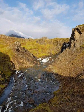 Mosfellsbaer, Islandia: at Tröllafoss