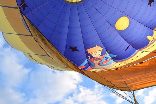 Chatillon-sur-Chalaronne, France: Le Petit Prince dans les airs