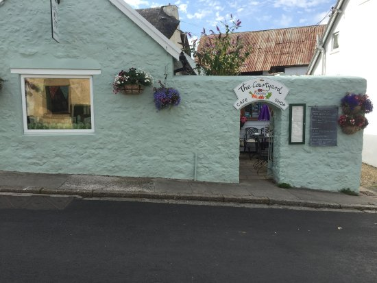 Chagford, UK: The Courtyard