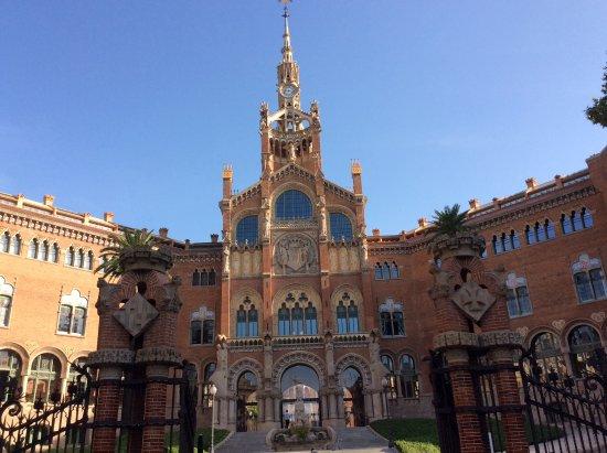 Sant Pau d'Ordal, إسبانيا: la gran edificación donde previamente funcionaba un hospital, hoy restaurada es espectacular