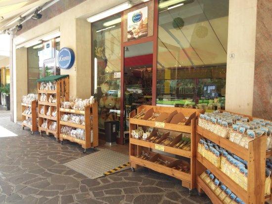 Montegrotto Terme, Ιταλία: Bel negozio in esterno