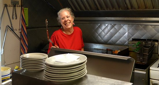 Tonawanda, NY: Joyce the breakfast cook, very friendly, loves her job