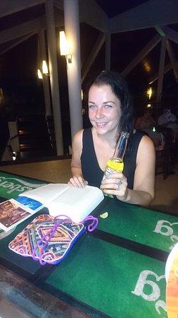 Habaraduwa, Sri Lanka: aan de bar een drankje doen