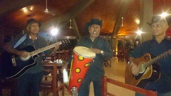 Habaraduwa, Sri Lanka: livemusic at dinertime