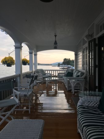 Bolton Landing, NY: Porch, excellent for reading, sipping a cup of coffee, taking in view