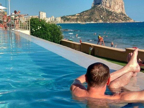 Gran Hotel Sol y Mar: бассейн панорамного типа